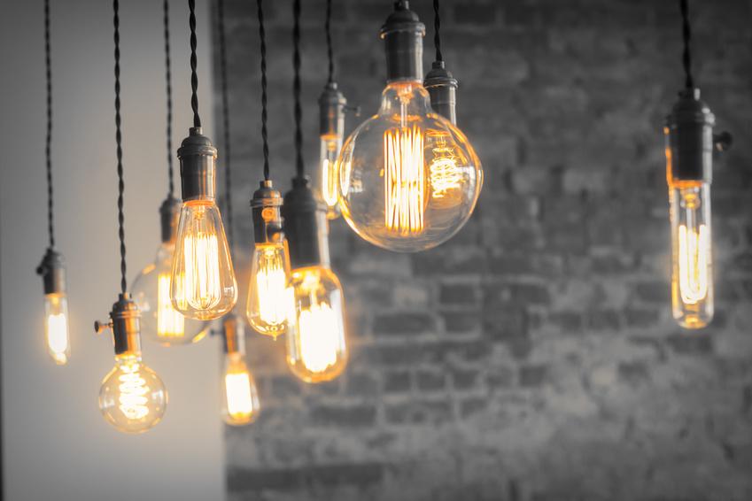 ampoules basse consommation 10 ampoules led offertes aux foyers fran ais. Black Bedroom Furniture Sets. Home Design Ideas